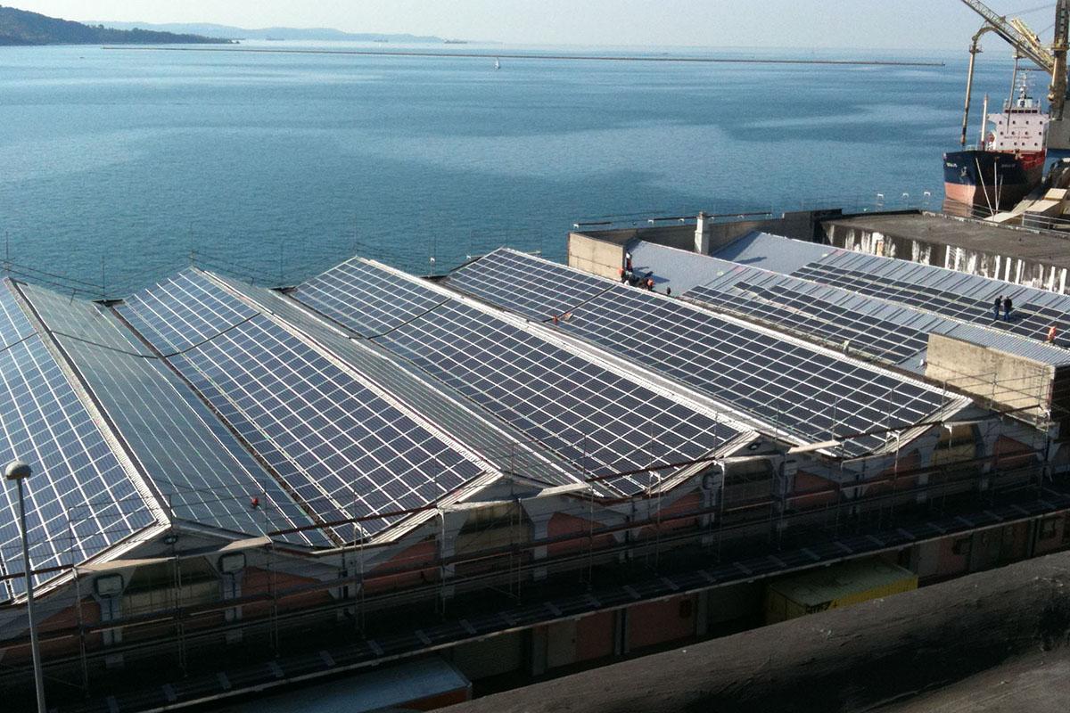 2010 • Impianto fotovoltaico 9,6 MW su tetto